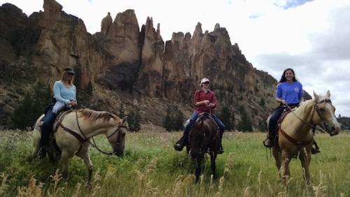 smith rock trail rides, central oregon, horseback riding, oregon, horses