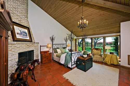 During your horseback riding vacation, stay in one of Picosa Ranch Resort's bedrooms in the Oaks