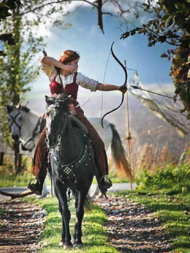Rosalba Alba Rossa Violi with bow and arrow on horseback