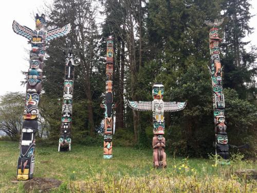 totem poles, stanley park, kakaso'las, northwest coast carver